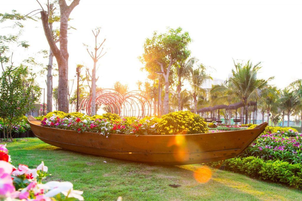 Thuyền hoa Vinhomes Grand Park
