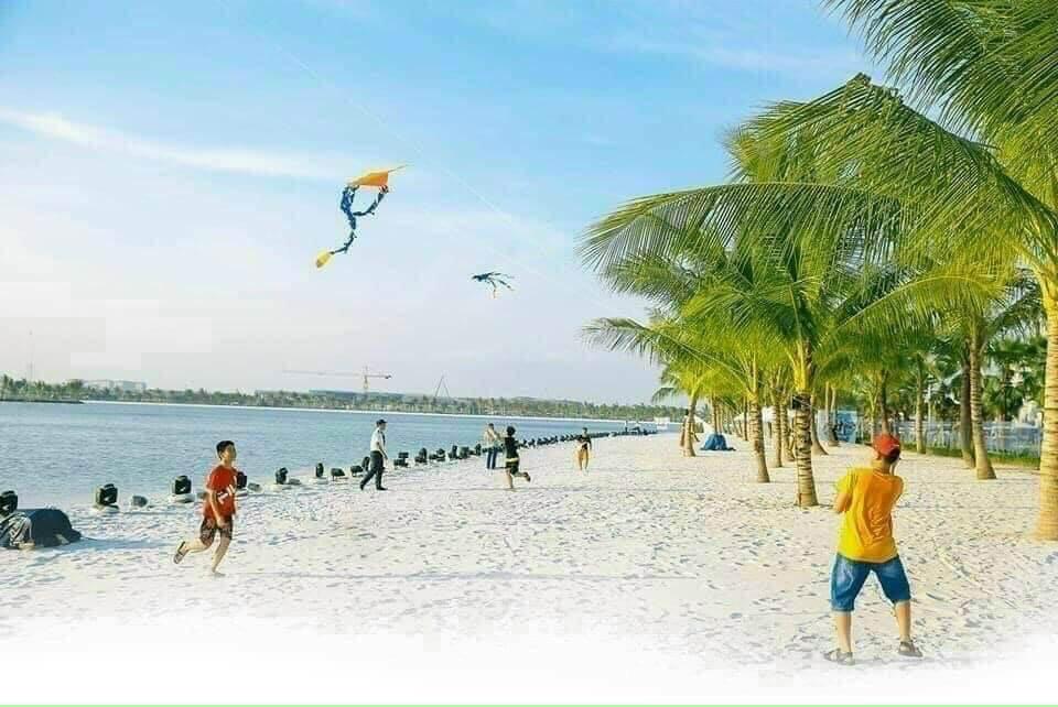 Trẻ được vui chơi thỏa thích bên biển nhân tạo